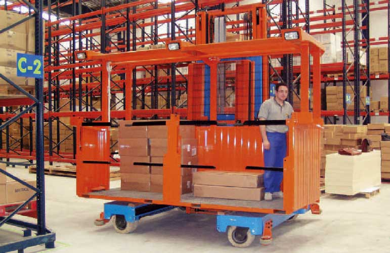 Order picking removeable integrated platform on sideloading forklift