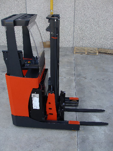 Euro style reach mast forklift
